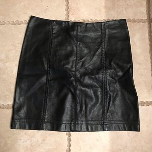 Jolt Black leather skirt